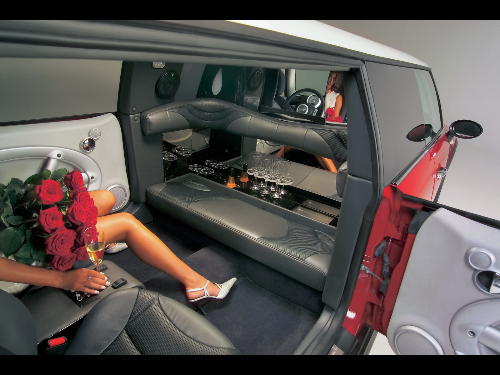 Mini XXL Stretch Limo - Woman with Roses - 1600x1200 Wallpaper