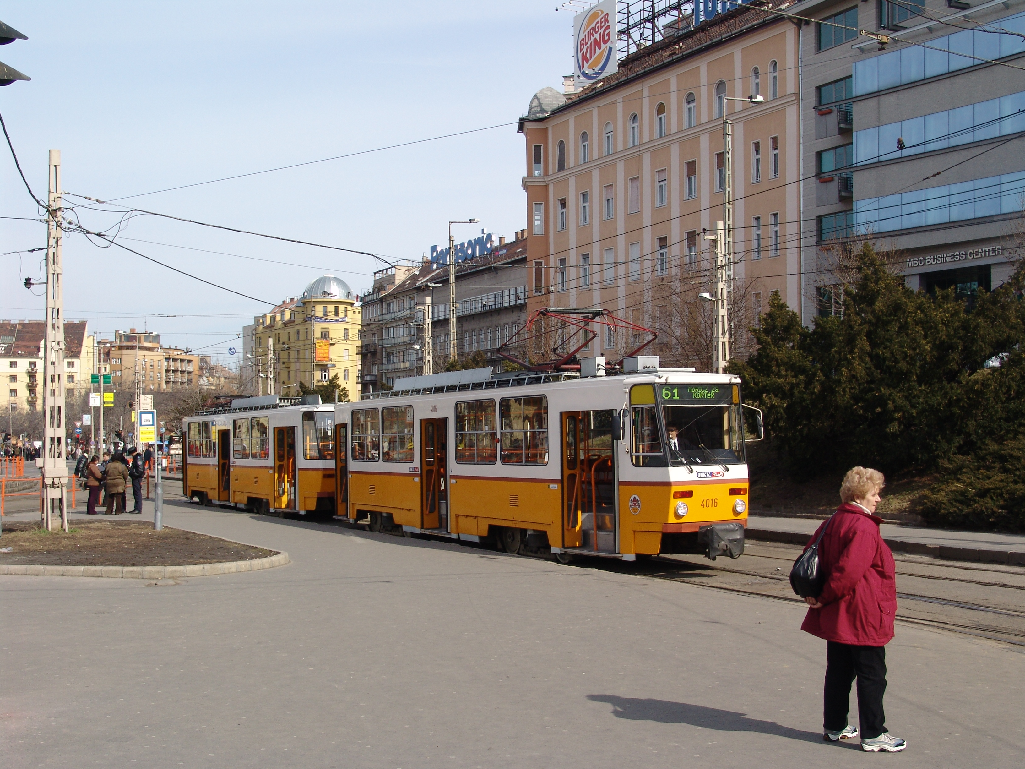 File:Budapest yellow tatra tram.jpg - Wikimedia Commons