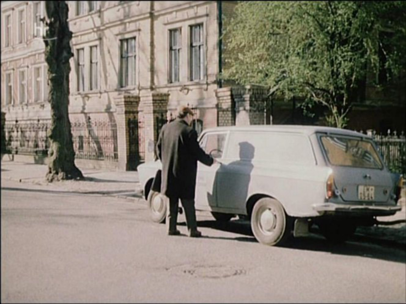 "IMCDb.org: Moskvitch unknown in ""Polizeiruf 110 - Schranken, 1982"""