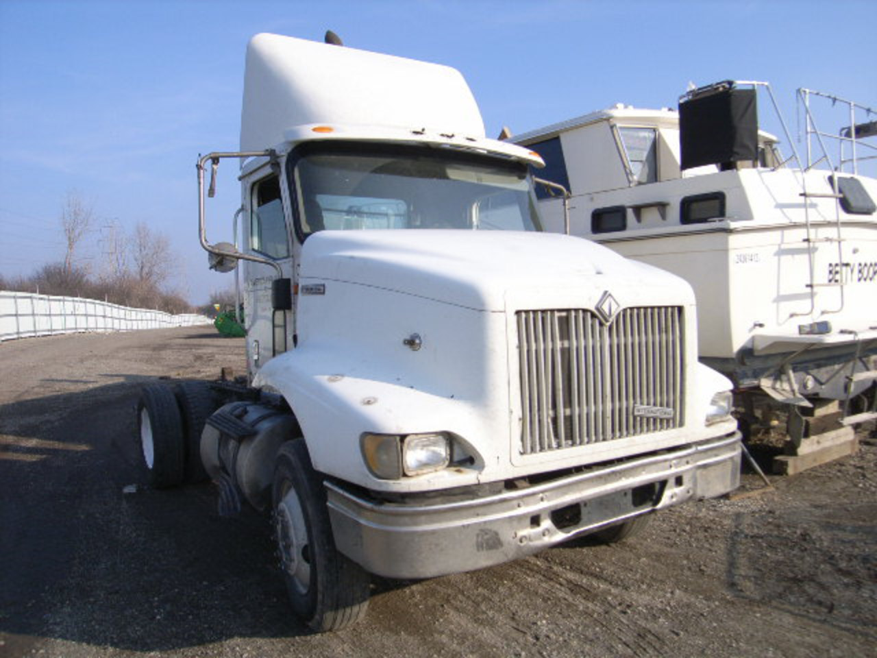 Damaged 2001 INTERNATIONAL 9100I for sale in IL - CHICAGO HEIGHTS ...