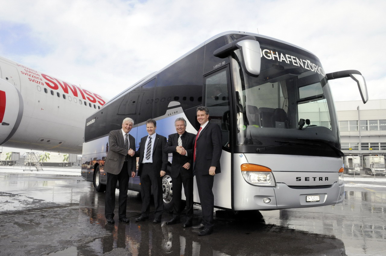 Mercedes-Benz-Blog: Setra S 415 GT-HD, taxi to runway intersection