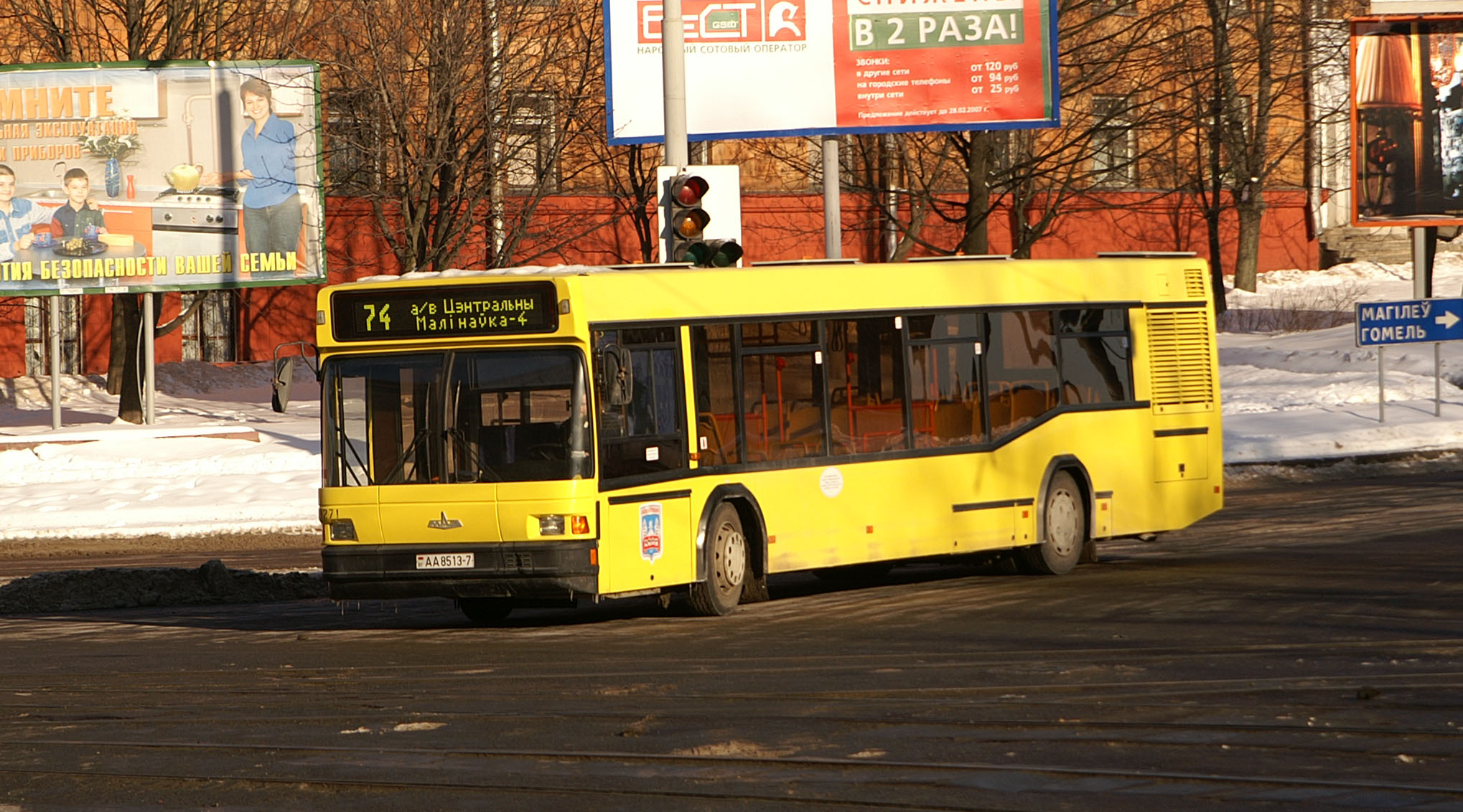 File:MAZ-103 in Minsk 01.jpg - Wikimedia Commons