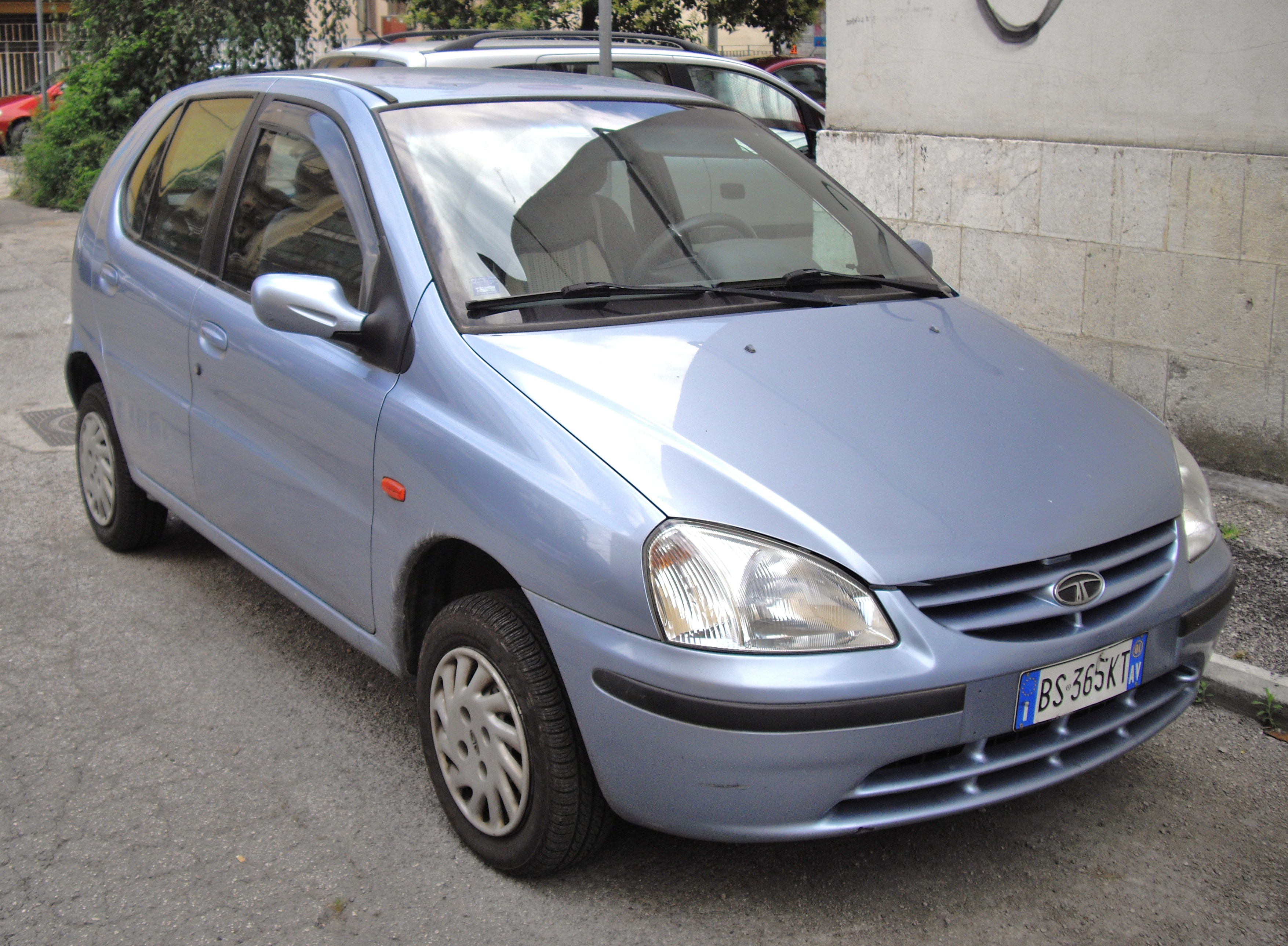 File:2000 Tata Indica blue.JPG - Wikimedia Commons