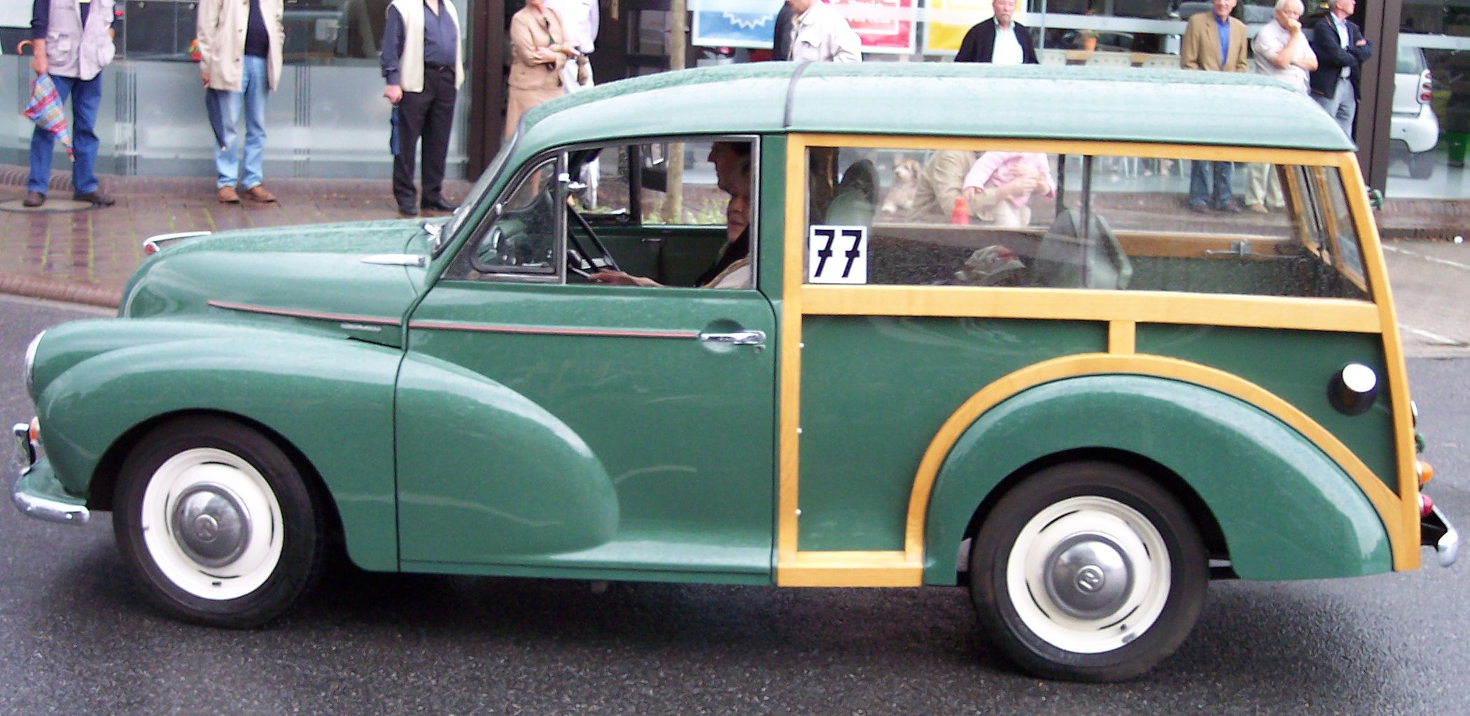 File:Morris Minor 1000 green woody l.jpg - Wikimedia Commons
