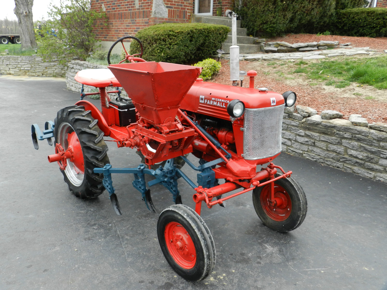 Farmall Cub • View topic - Some Folks Are Really Proud Of Their Cubs!