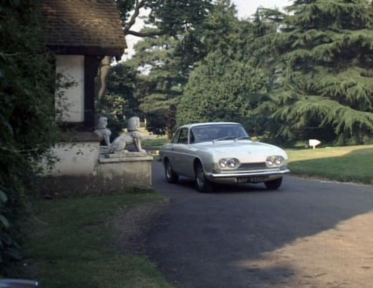 "IMCDb.org: 1967 Reliant Scimitar GT 3 Litre [SE4A] in ""The ..."
