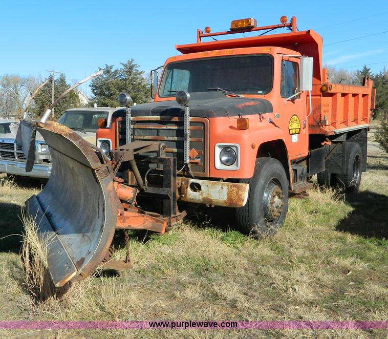 1986 International S1700 dump truck | no-reserve auction on ...