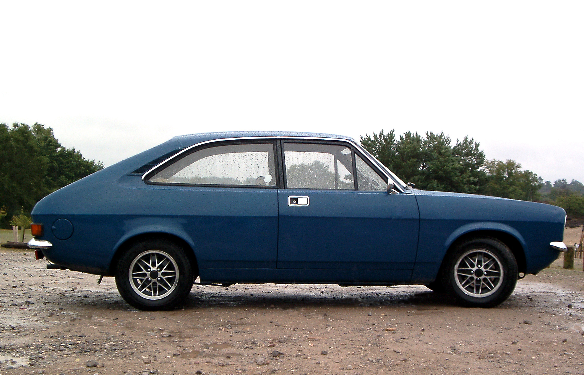 File:Morris Marina Coupe, Frensham Ponds, Surrey 13 August 2005 (1 ...