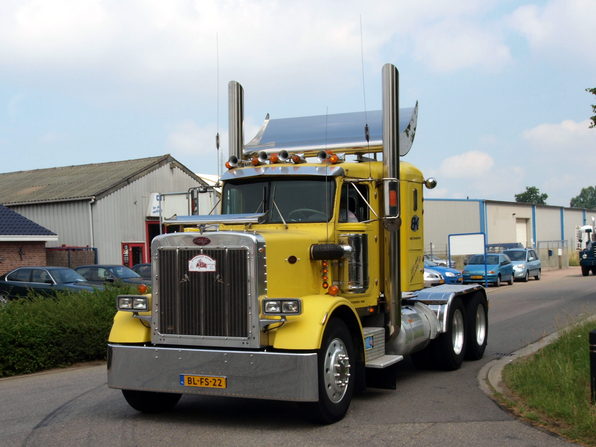 File:Peterbilt 359 Classic (1977) pic1.JPG - Wikimedia Commons