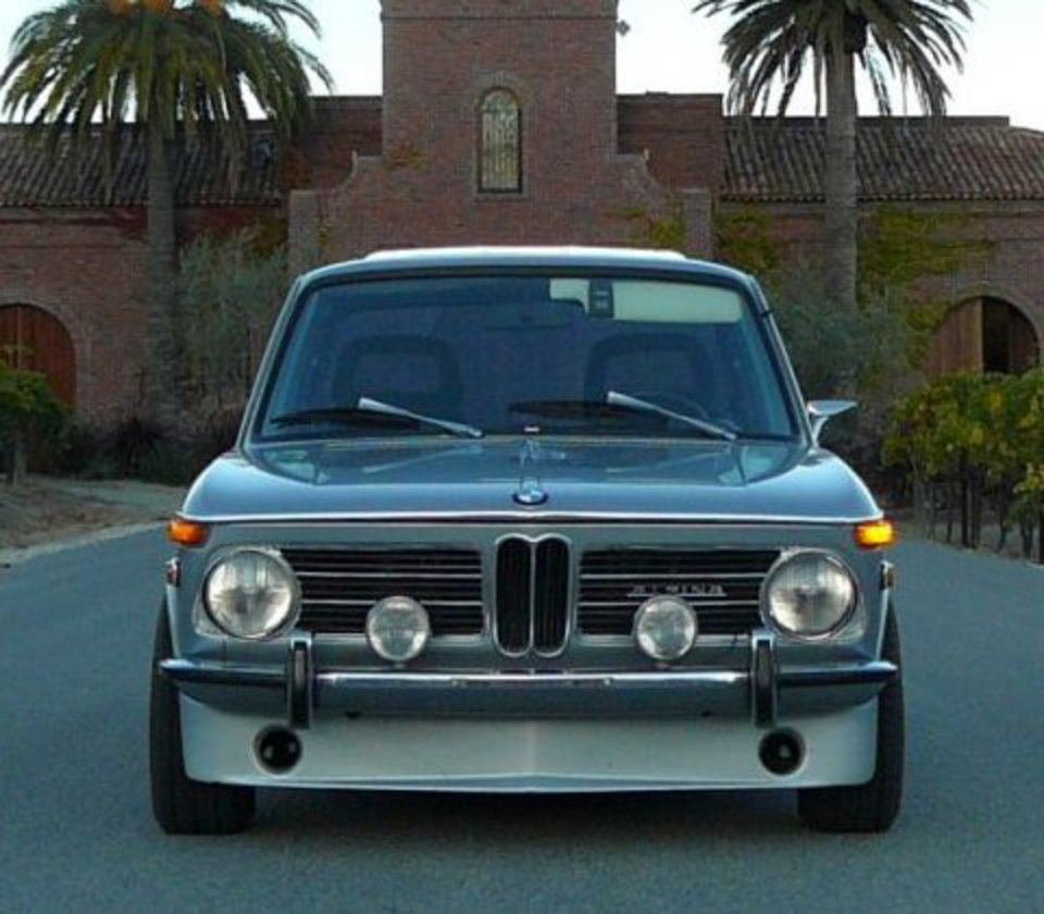 Review of BMW 2002 tii with photos & videos
