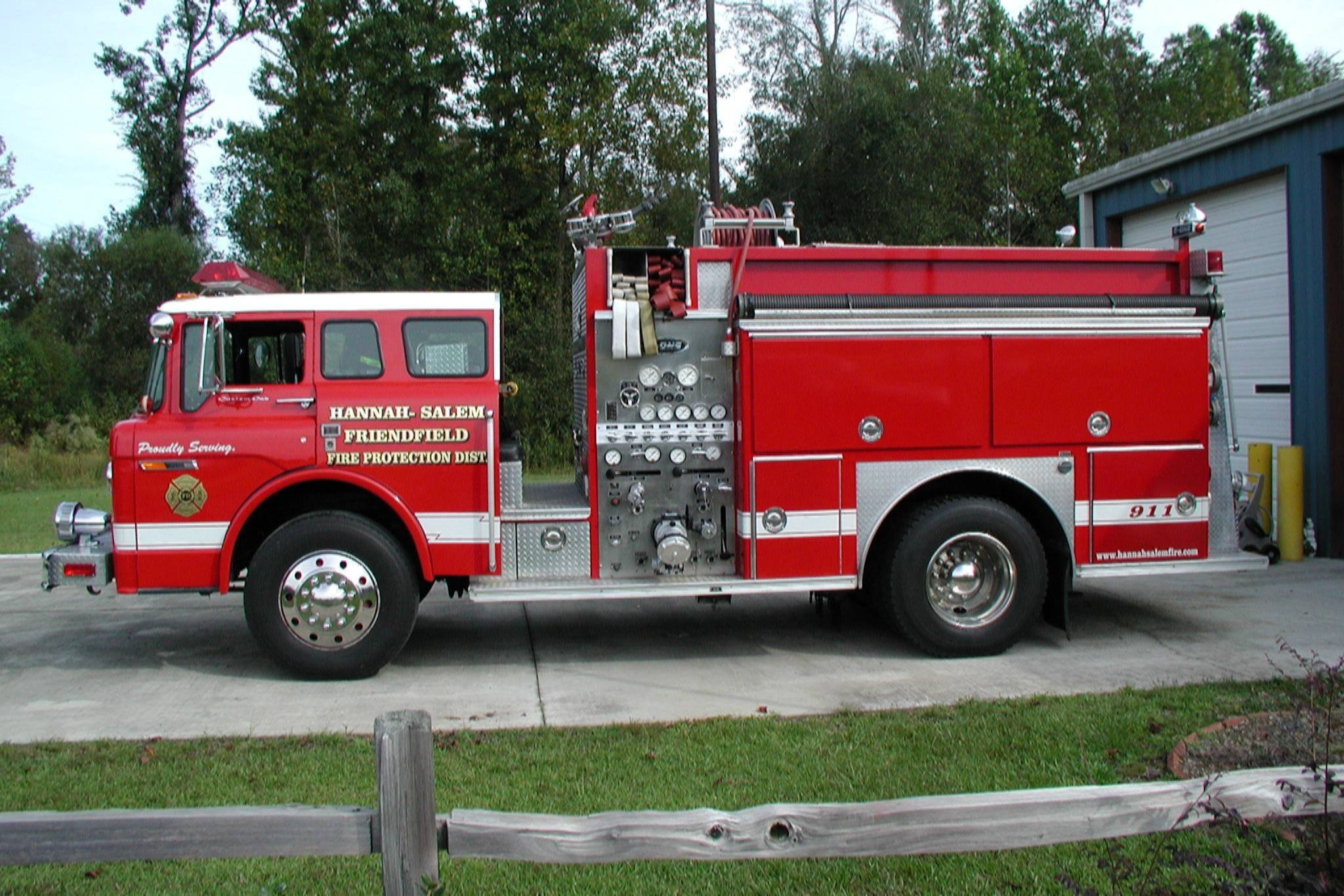 1990 Ford C-8000 5 man cab E-One pumper, diesel motor,