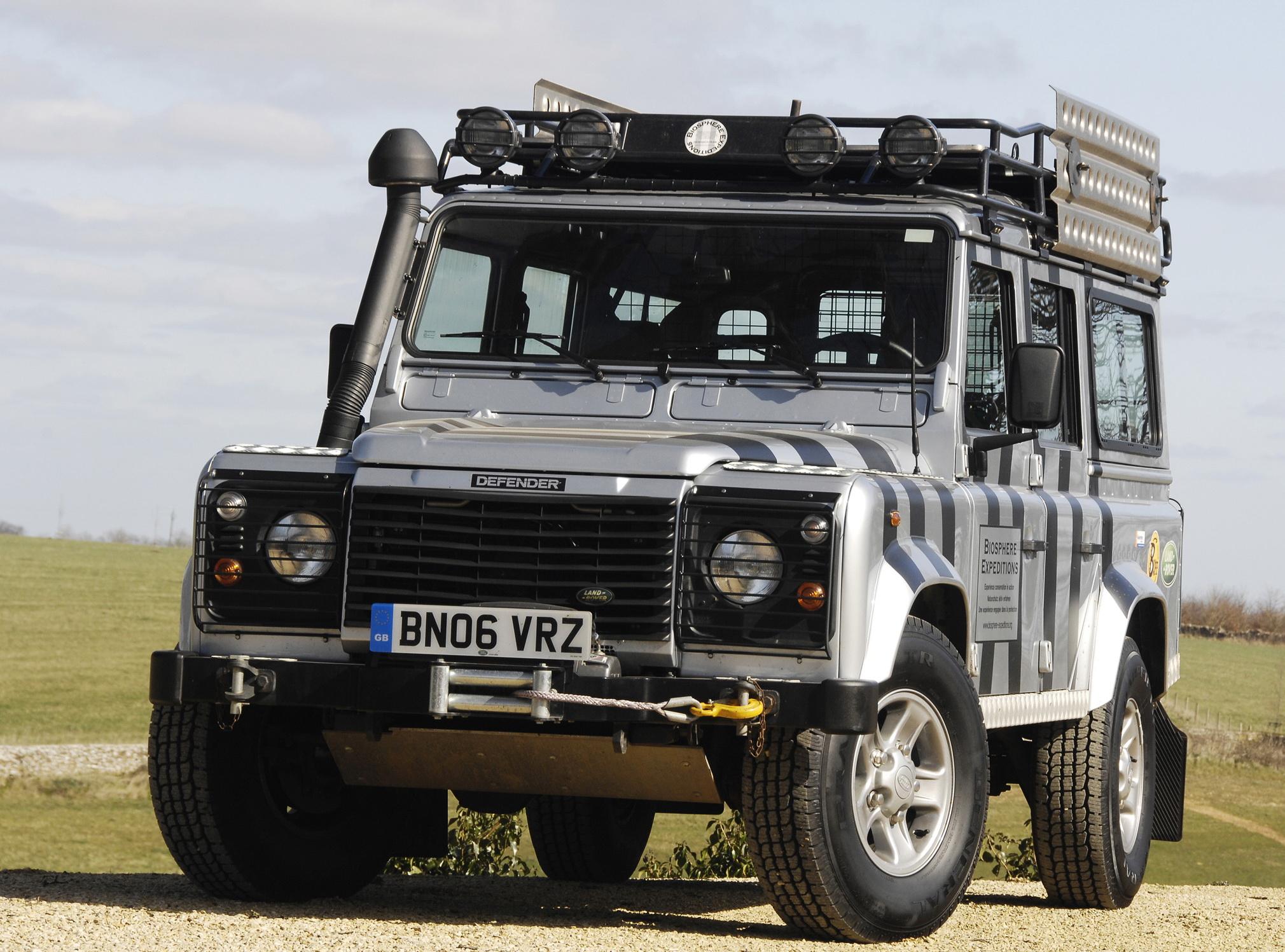 Invitation for the purchase of vehicles - Land rover defender 110 tdi year