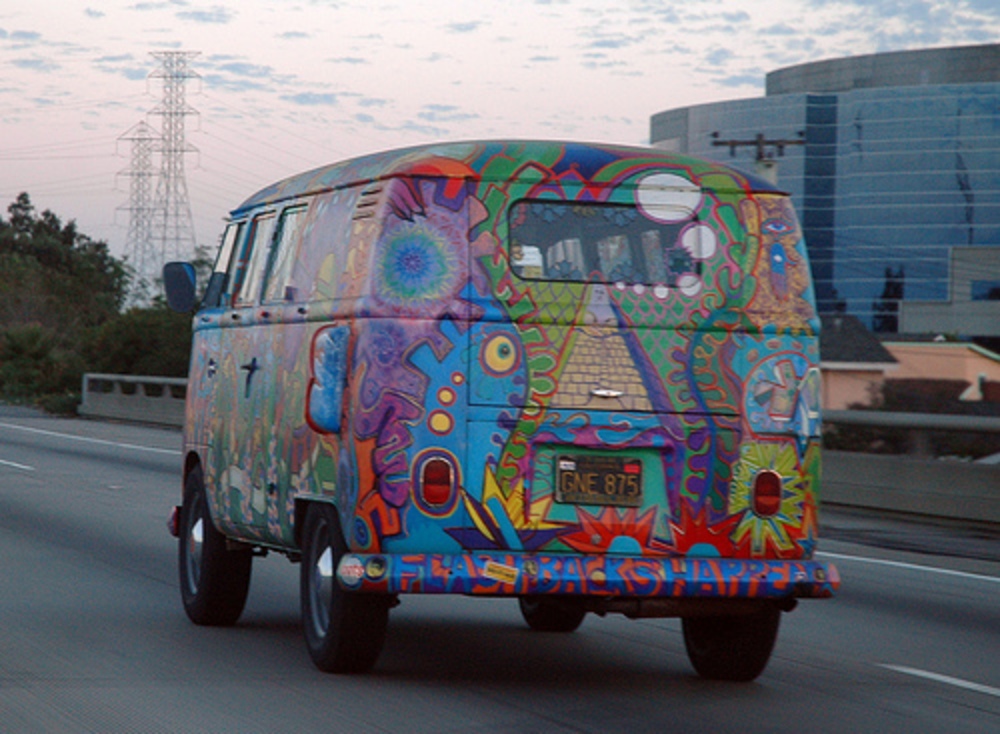 Home >> Volkswagen >> Volkswagen Bus >> Volkswagen Bus painted with hippie