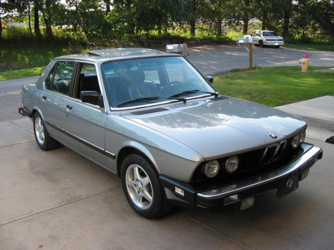 This is my 1988 BMW 528E! Please RATE IT tell me what you think!