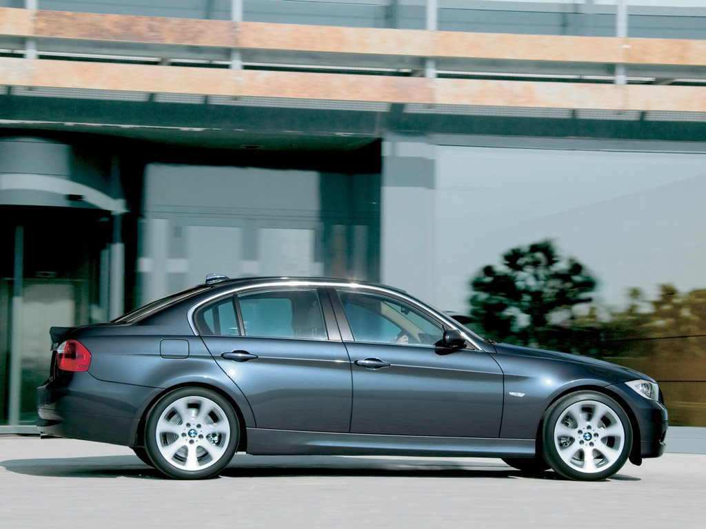 2006 BMW 330i - Side - Speed - 1024x768 Wallpaper. Image Credits - BMW