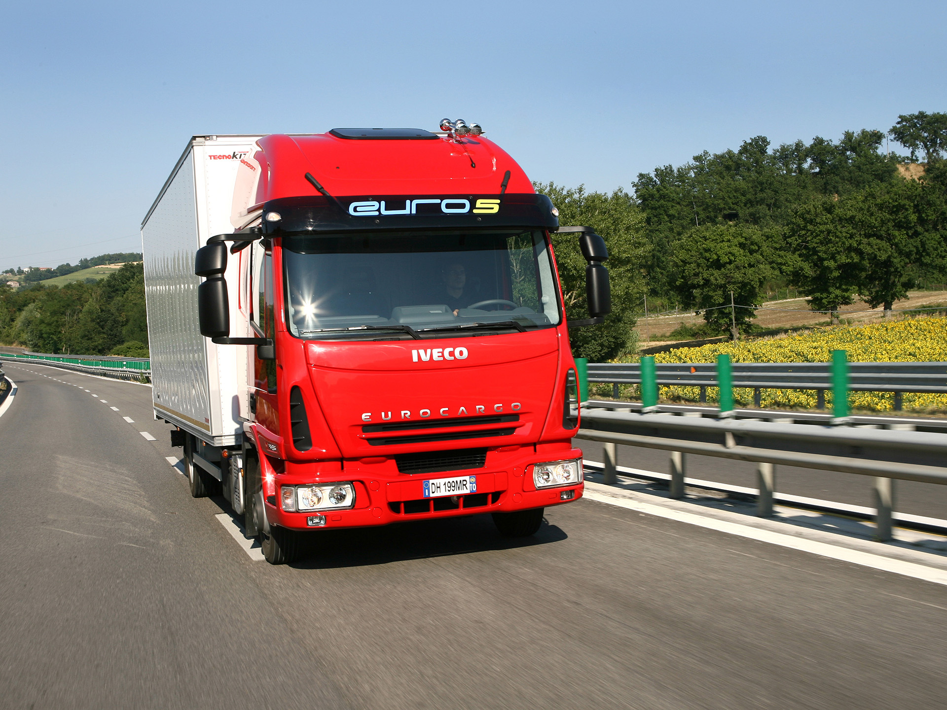 You can vote for this IVECO Eurocargo photo