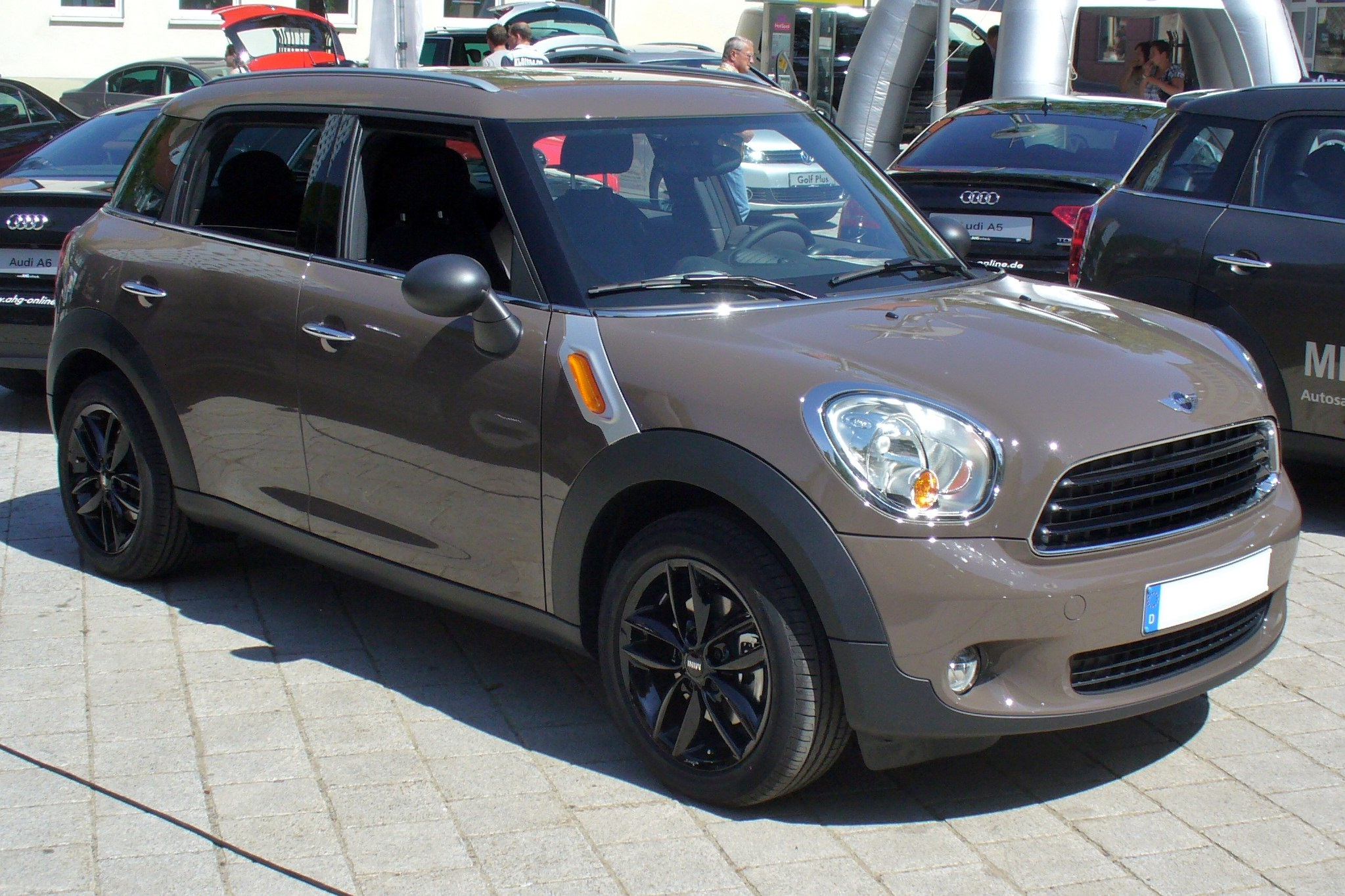 File:Mini One Countryman Light Coffee.JPG - Wikimedia Commons