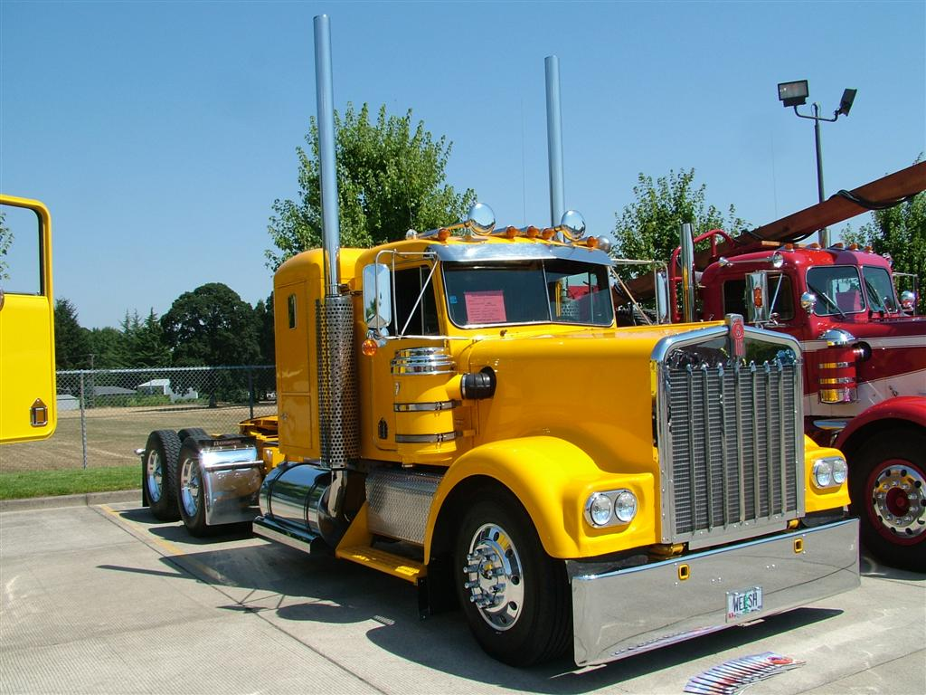 Straight Stack - 1977 Kenworth W900A at the Mid Valley Cruise In