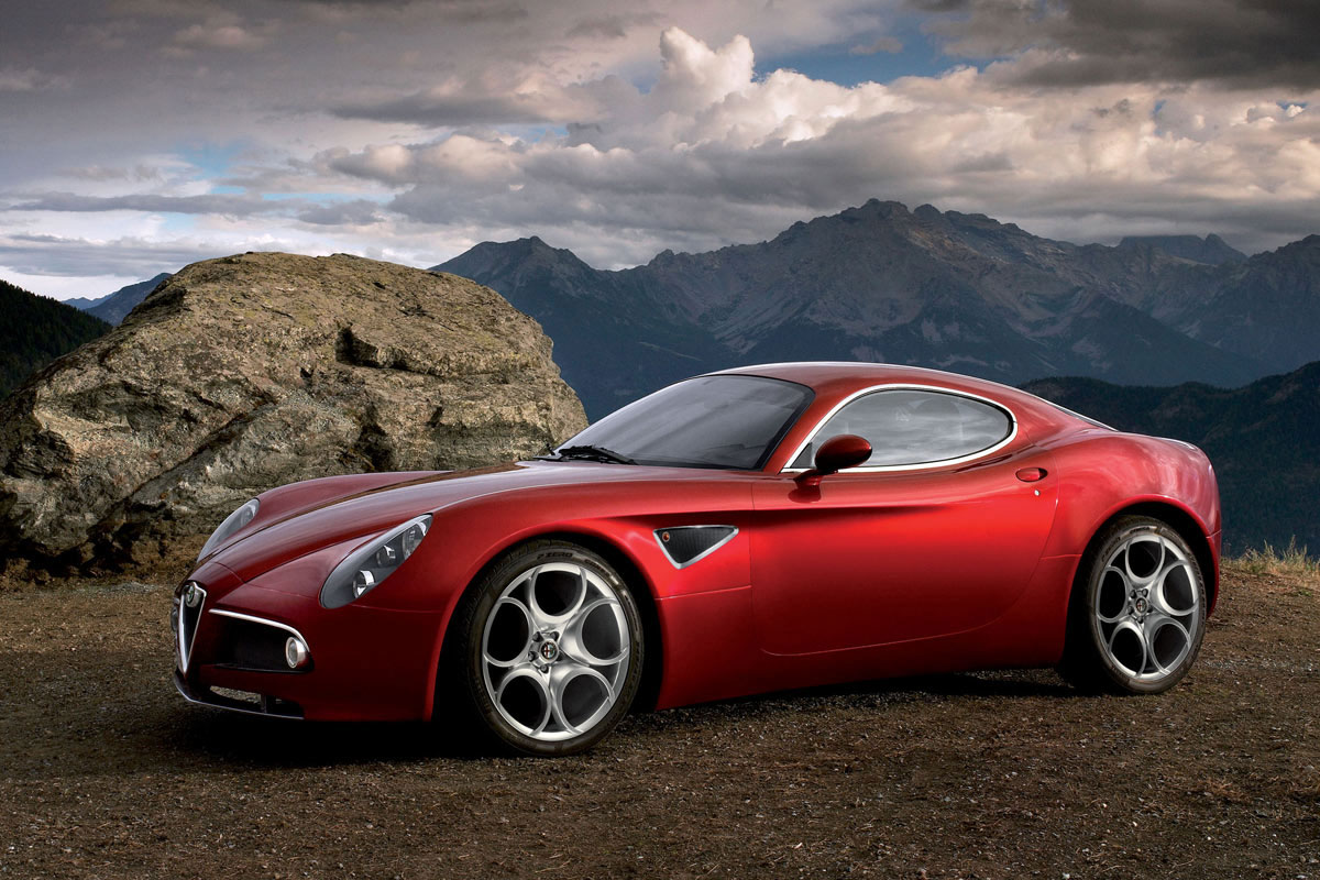 Beside preview of Alfa Romeo 8C Competizione