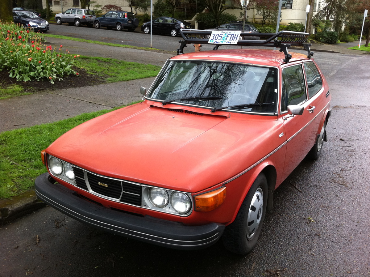 OLD PARKED CARS.: Sunday Morning Bonus: 1976 Saab 99 GL WagonBack ...