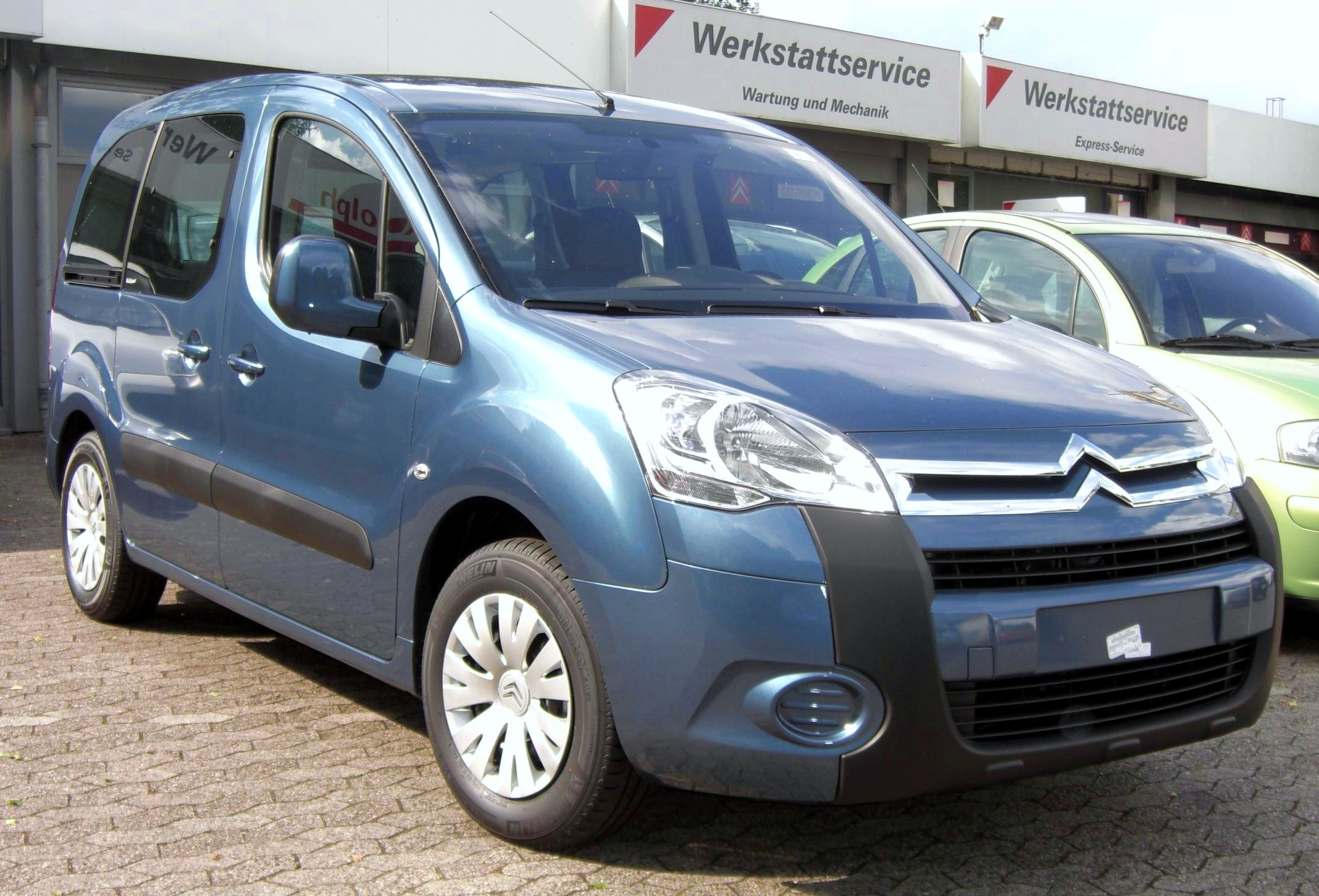 File:Citroen Berlingo II (2008) front.jpg