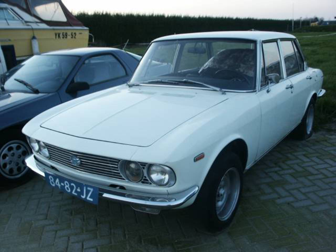 Mazda 1500 De Luxe - huge collection of cars, auto news and reviews,
