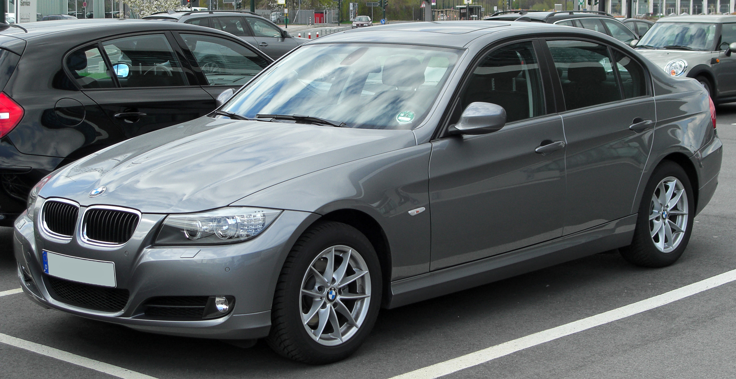 File:BMW 320i (E90) Facelift front 20100410.jpg