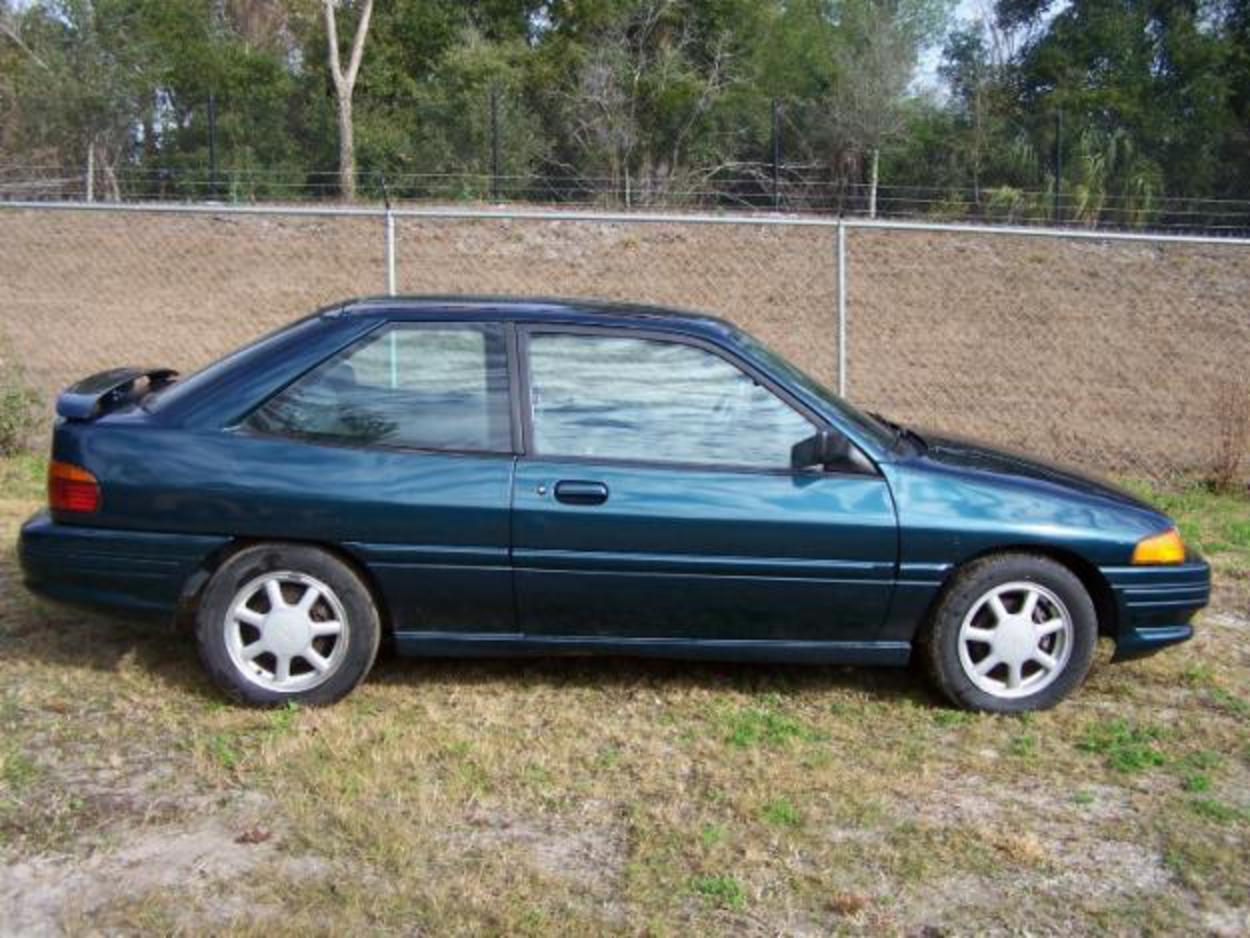 этого форд эскорт хэтчбек 1995 распространенное популярное