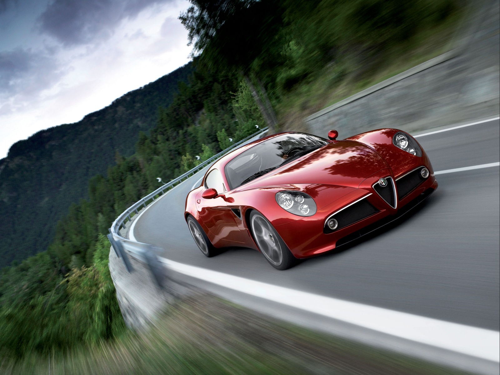 Alfa Romeo 8C Competizione is an art. A car made with beauty and curves kept