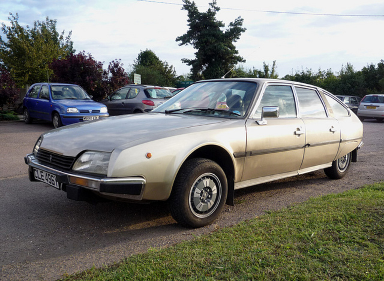 Citroën CX 2400 Injection Pallas 4-door saloon