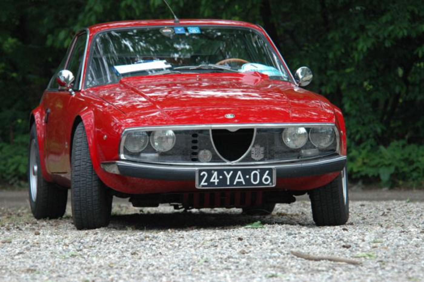 Alfa Romeo Giulia Nuova Super 1600 - cars catalog, specs, features, photos,