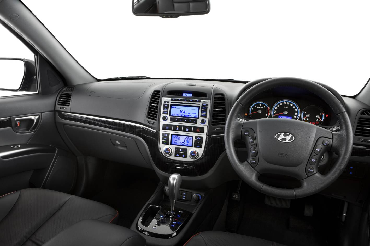 2013 Hyundai Santa Fe interior images leaked - Photos (7/7)