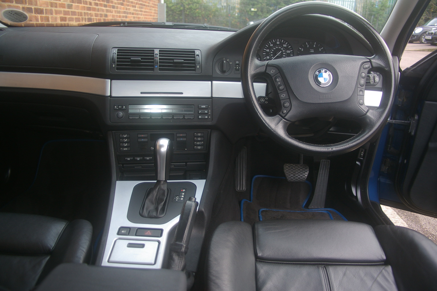 BMW 540i SE Vehicle Specification. 4 Doors, Automatic, Saloon, Petrol,