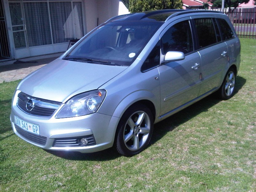 Pictures of Opel Zafira 1.9 Cdti Elegance Panoramic