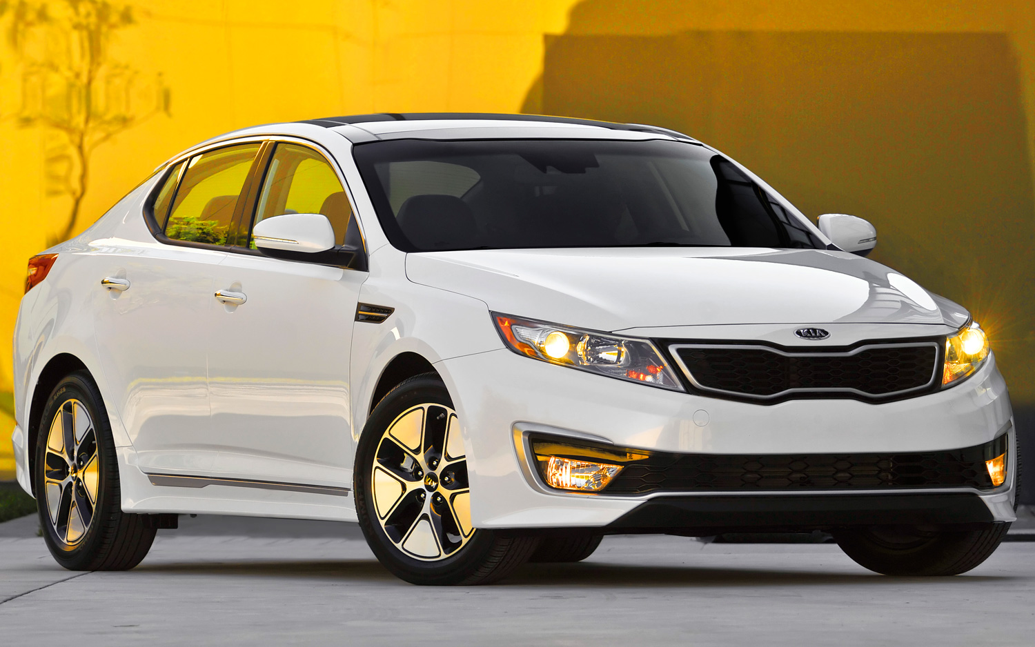 2013 Kia Optima Hybrid Gains MPGs, Trunk Space, 40 Lb-Ft of Torque ...