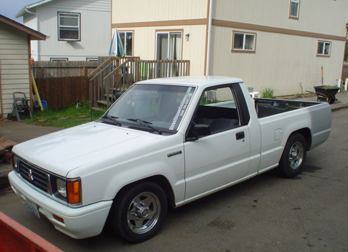 Mazda B2200 Series - huge collection of cars, auto news and reviews,