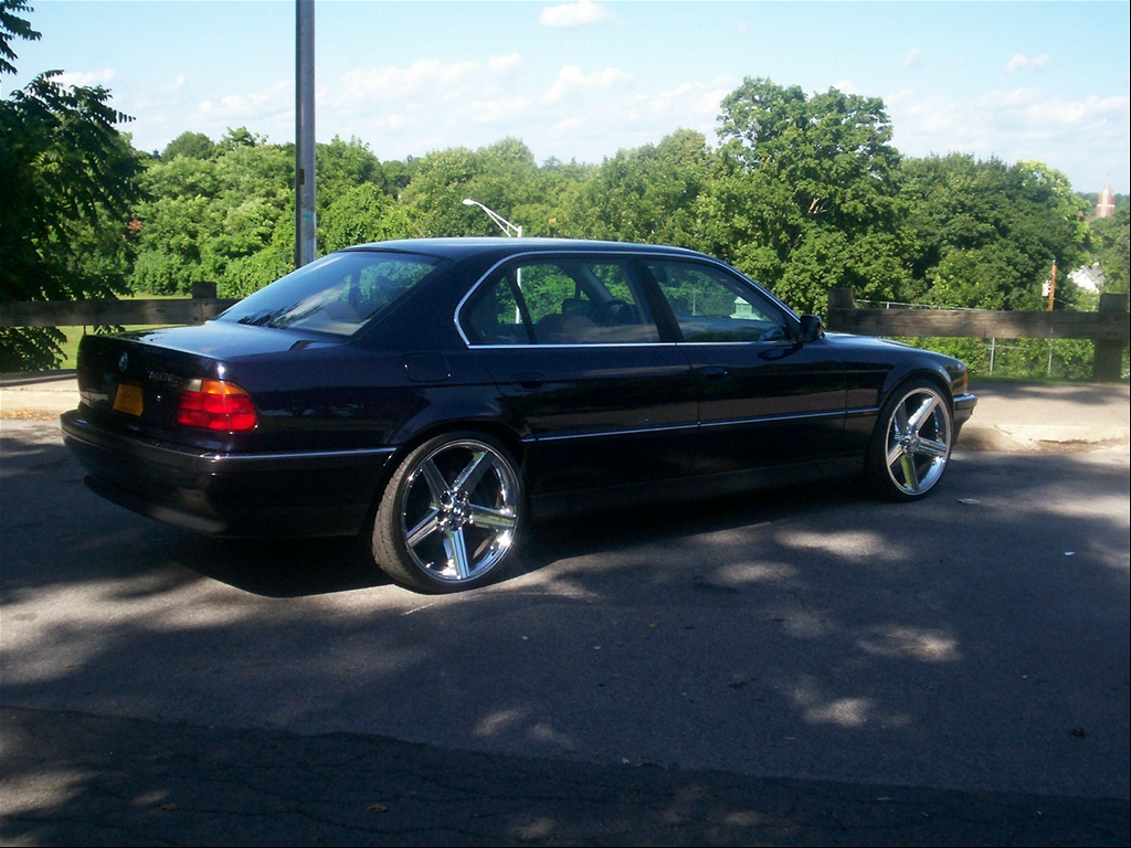 P-FUNK13'S 1998 BMW 740IL. P-FUNK13s 1998 BMW 7-Series. Page 1 of 1