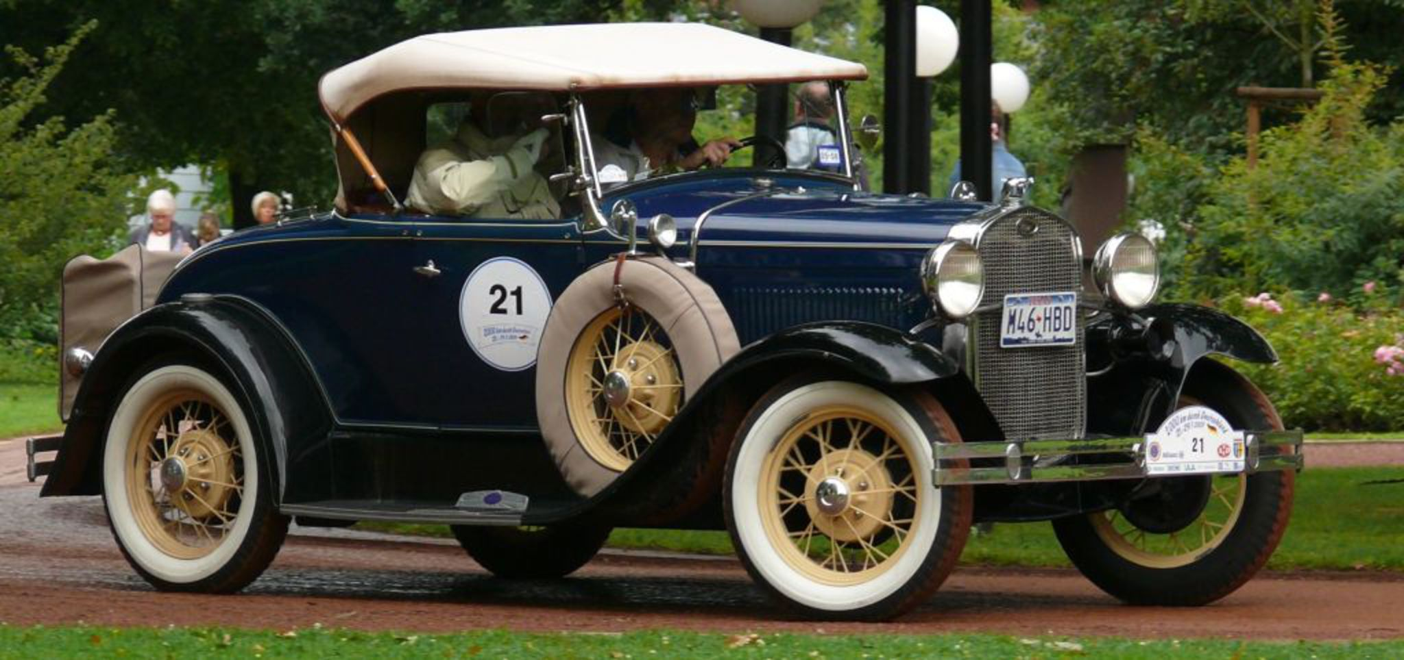 File:Ford A de Luxe Roadster blue vrd.jpg