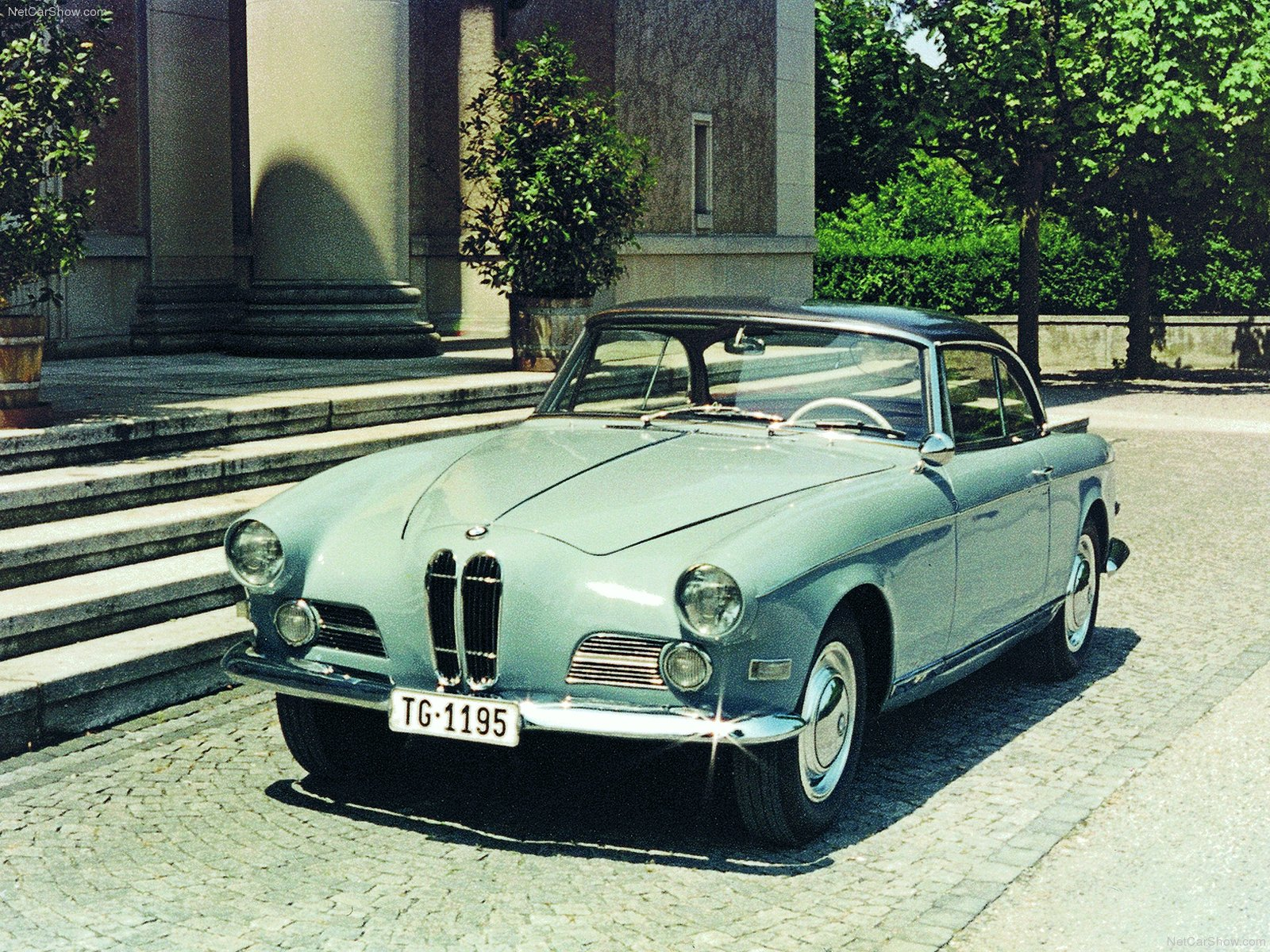 You can vote for this BMW 503 Coupe photo