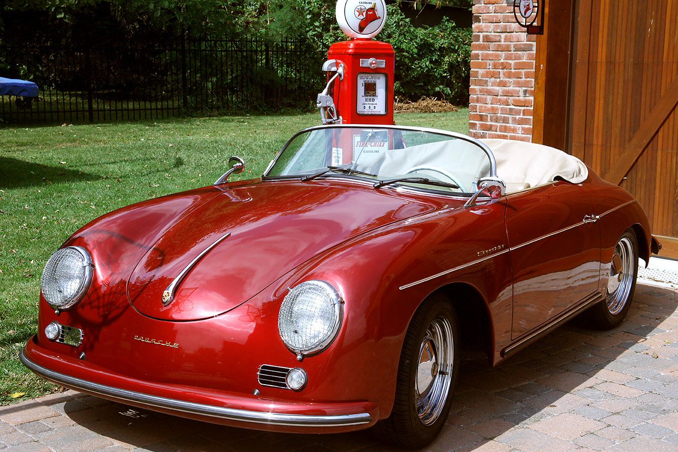 Electric Porsche 356 Speedster replica. < Previous Photo | Next Photo >