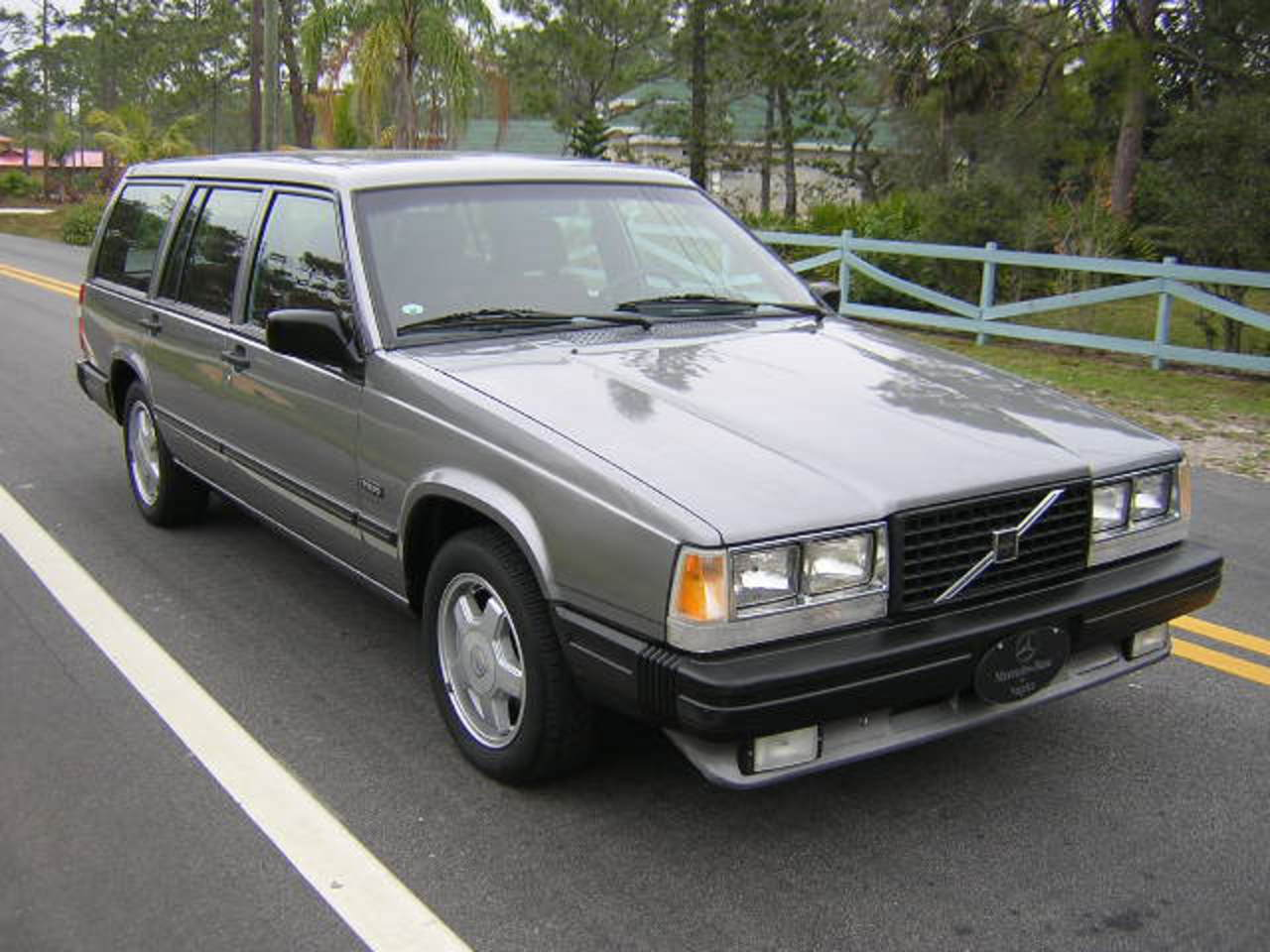 topworldauto photos of volvo 740 wagon photo galleries. Black Bedroom Furniture Sets. Home Design Ideas
