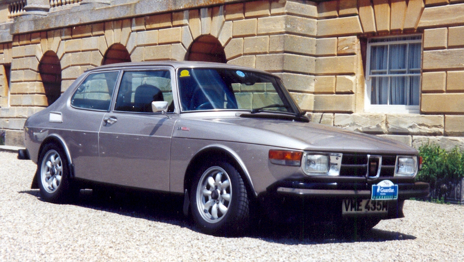 File:Saab 99 EMS 1974 (UK Spec).jpg - Wikimedia Commons