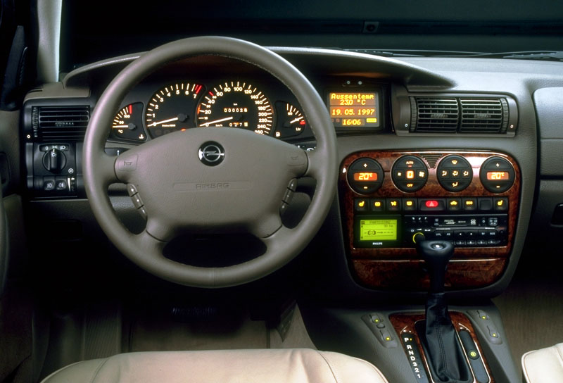 Opel Omega 3.0 i V6 AT picture 4