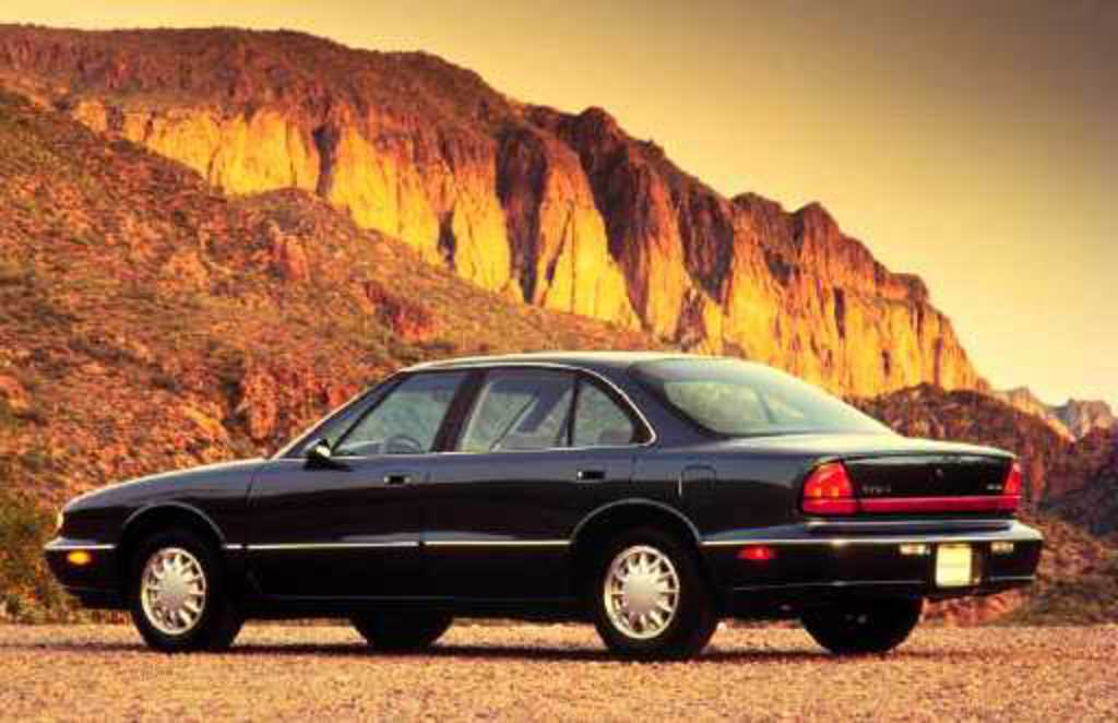 1998 Oldsmobile Eighty-Eight 4 Dr LS Sedan picture
