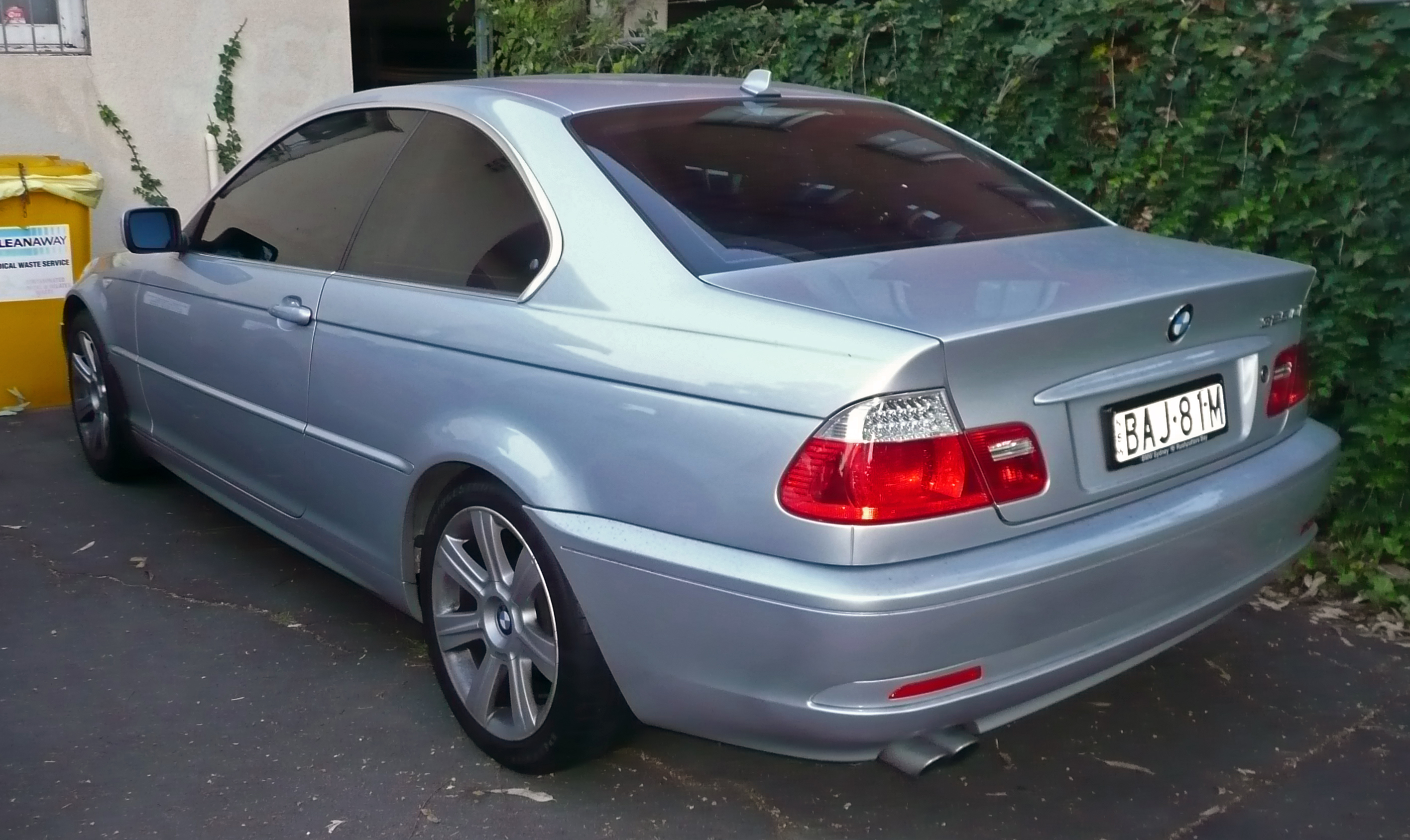 File:2003-2006 BMW 325Ci (E46) coupe 01.jpg
