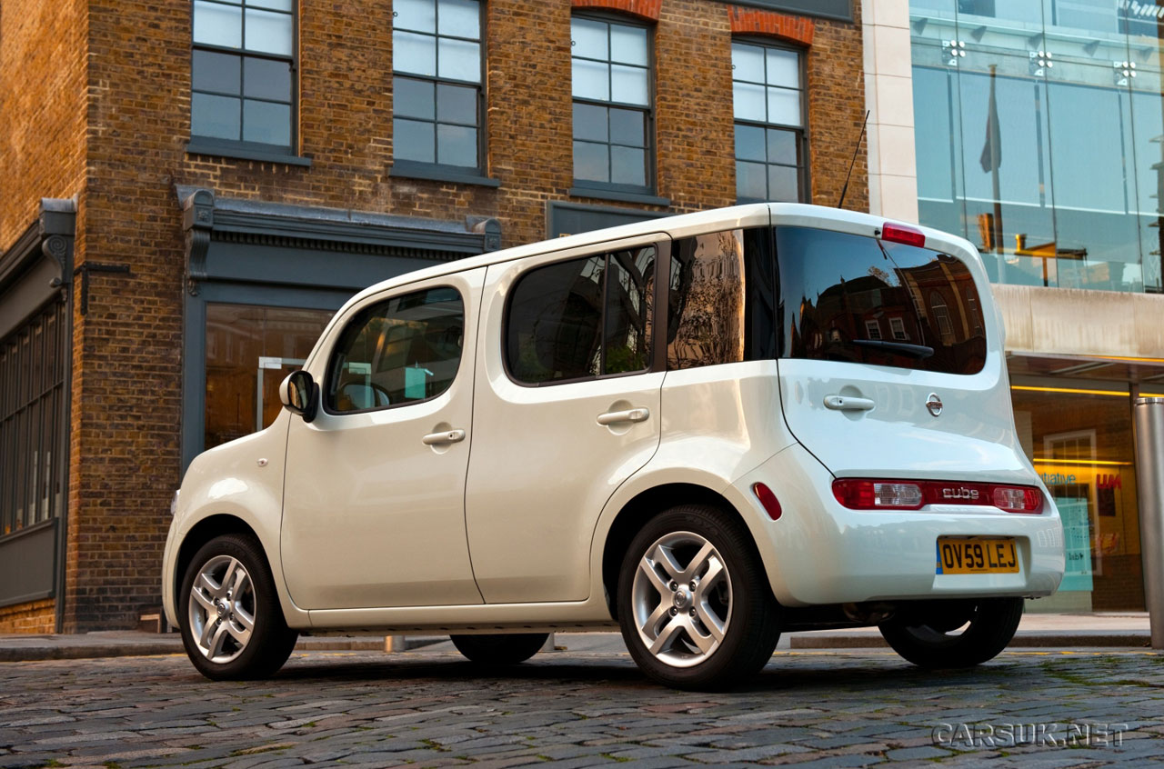 Nissan Cube Photo Image Gallery