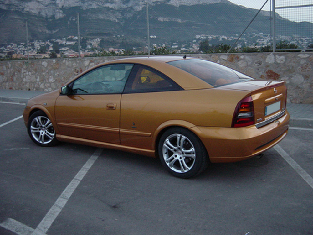 Opel Astra 1.8 Coupe image 1