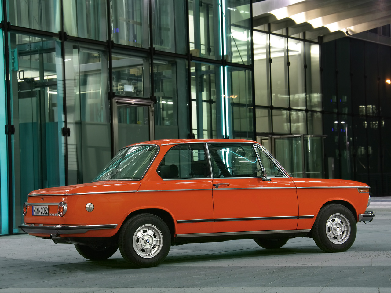 BMW 2002 tii Reconstructed - Rear And Side - 1280x960 - Wallpaper