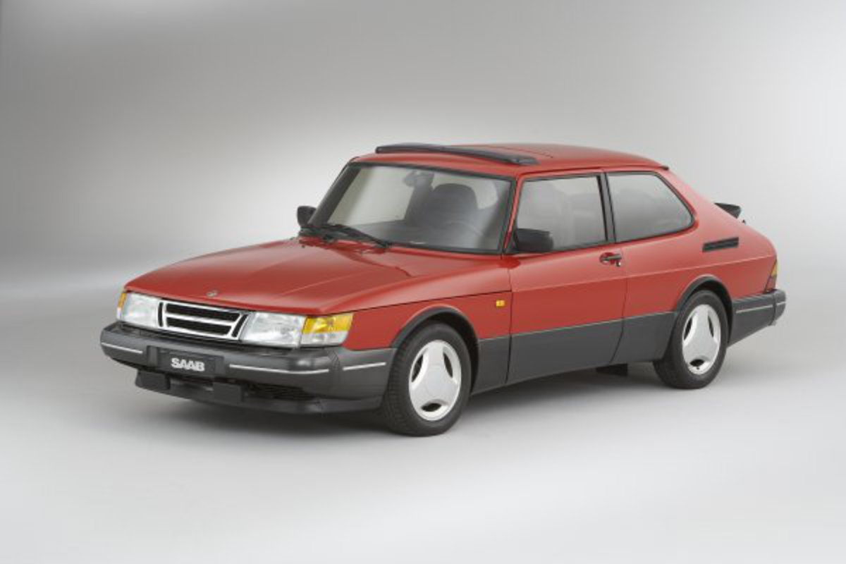 SAAB 900 - cars catalog, specs, features, photos, videos, review, parts,