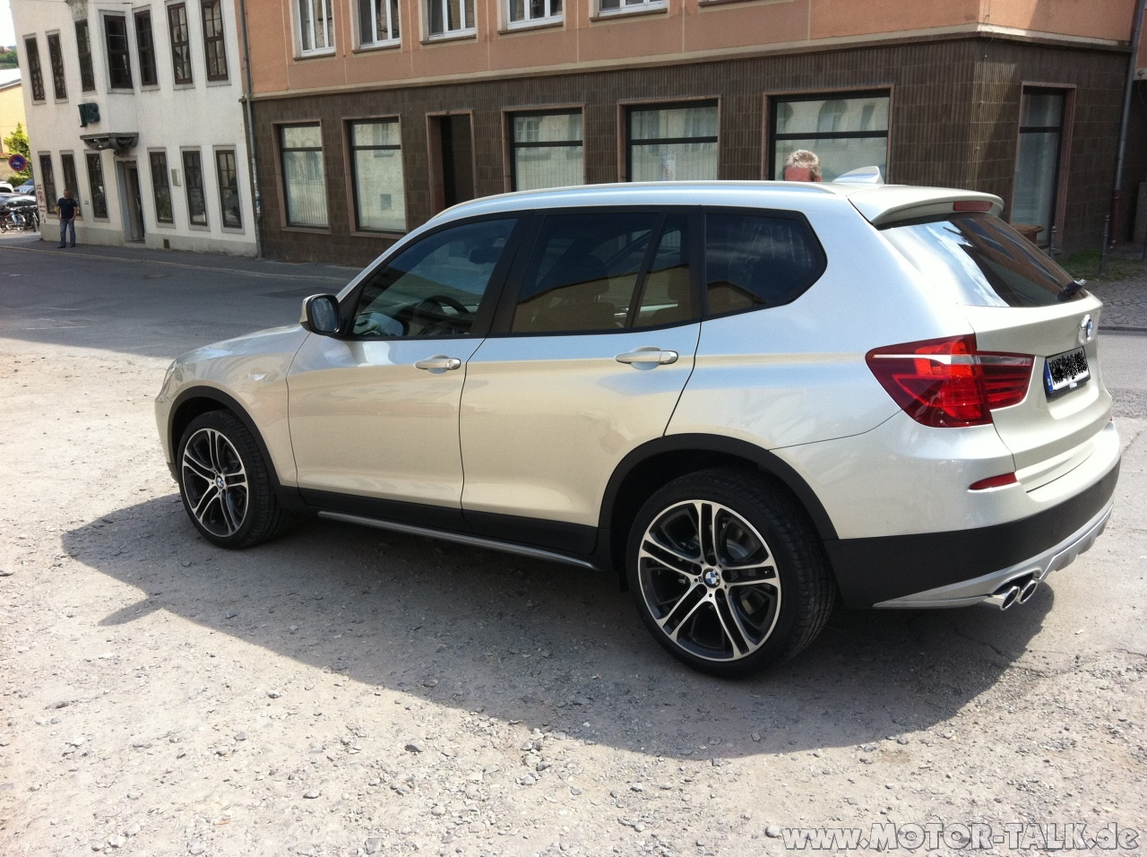 @SomeRandomer123: I don't think so. See the BMW X3 original accessories